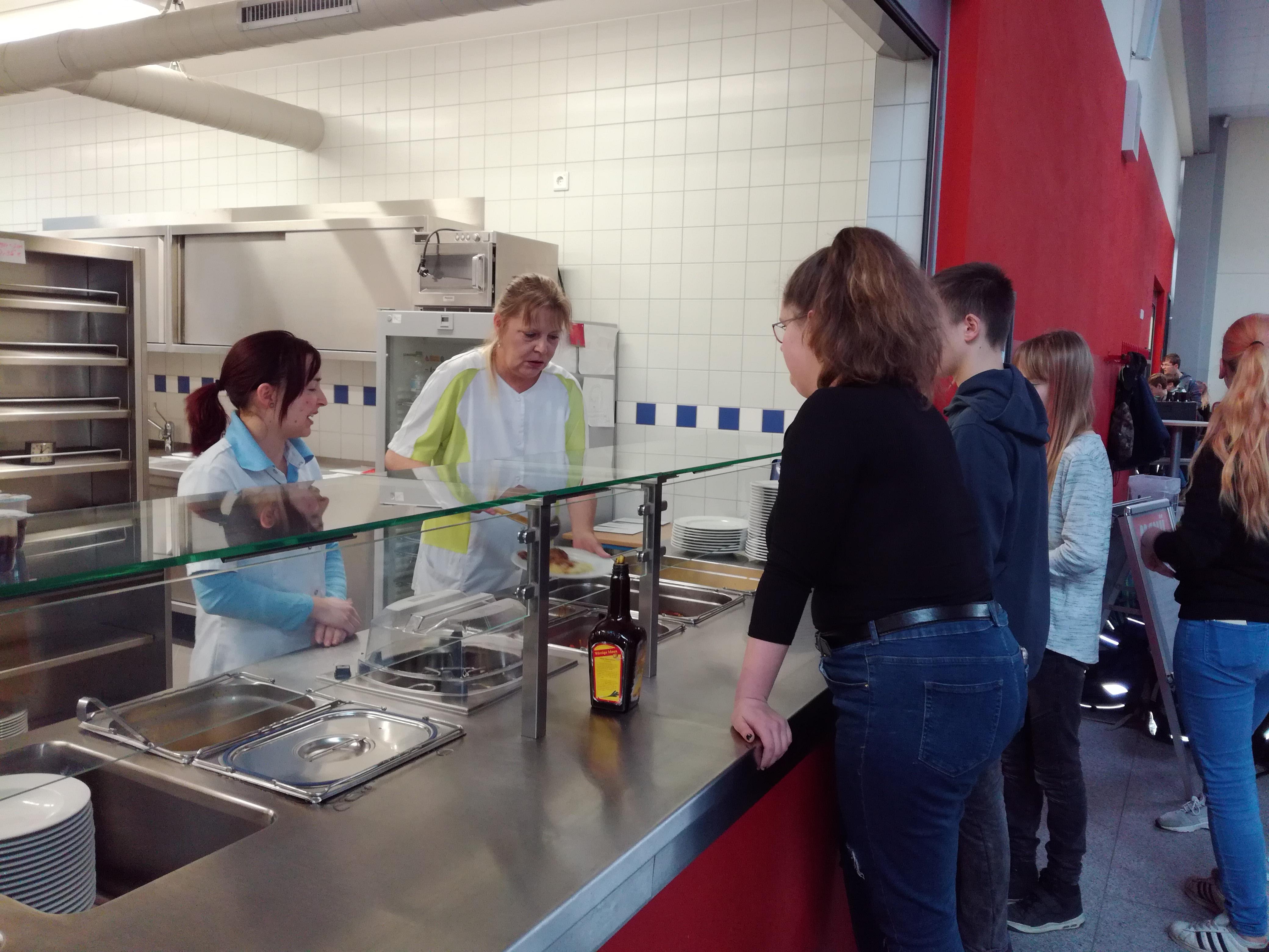 Essensausgabe Oberschule Flöha-Plaue